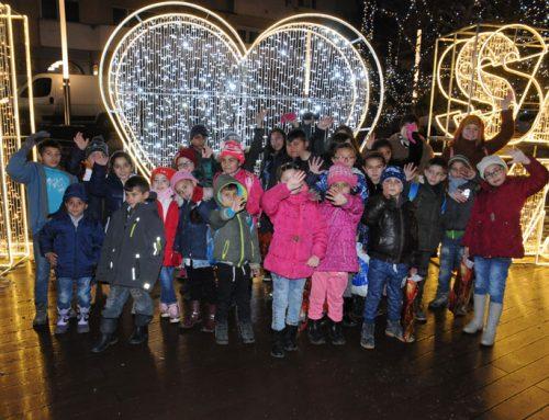Auf großer Bühne: BuKi-Kinder zum Auftritt auf dem Weihnachtsmarkt in Satu Mare