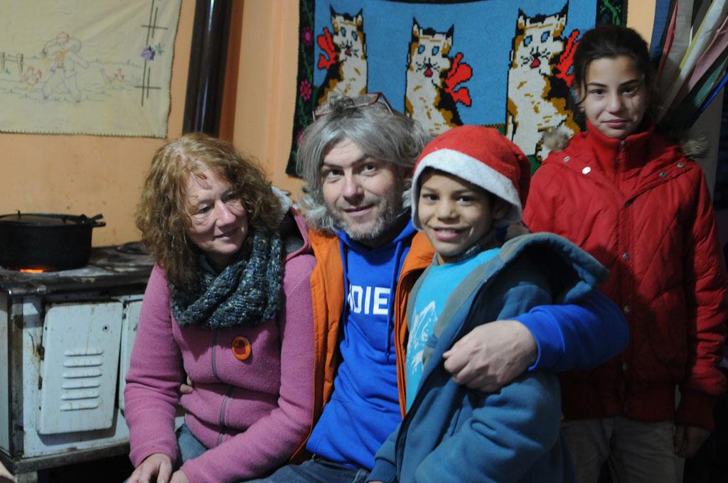 Stefan Zell und Heidi Haller mit BuKi-Kindern