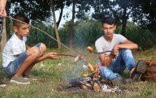 Lagerfeuer baten Würstchen